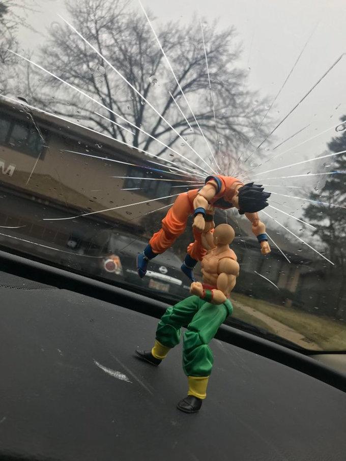 Fan de Dragon Ball 'reparó' su ventana y se hizo viral