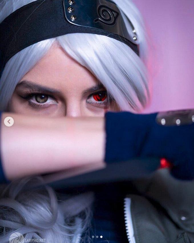 Kakashi de Naruto no se ve nada mal como mujer