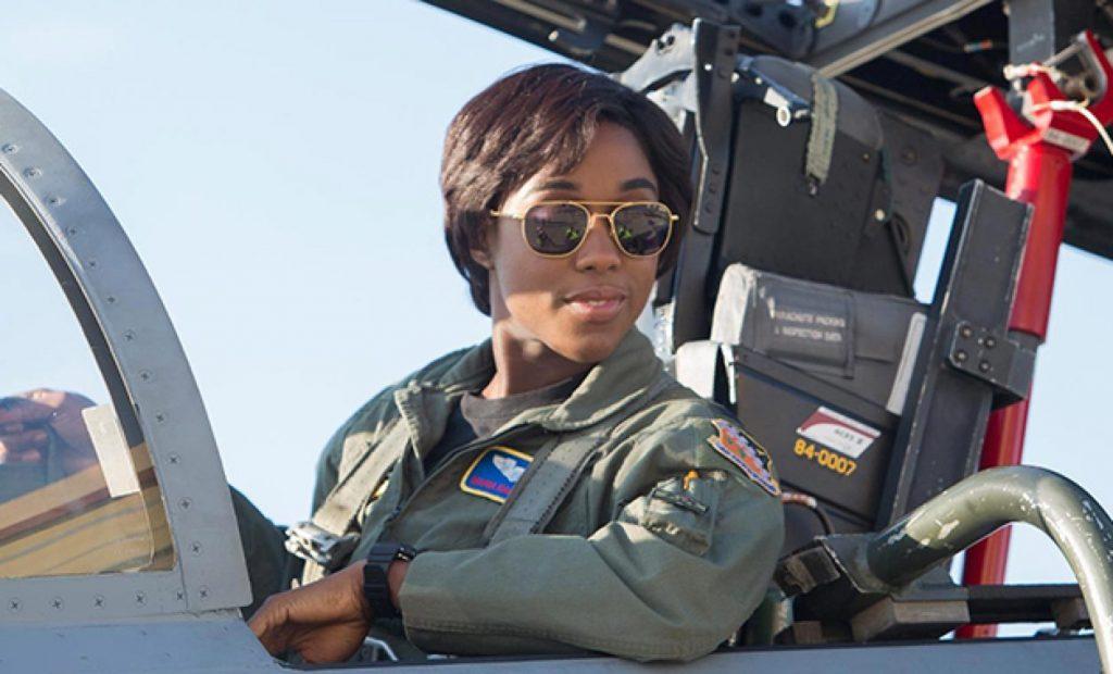Lashana Lynch como Maria Ranbeau en Capitana Marvel será la siguiente 007.
