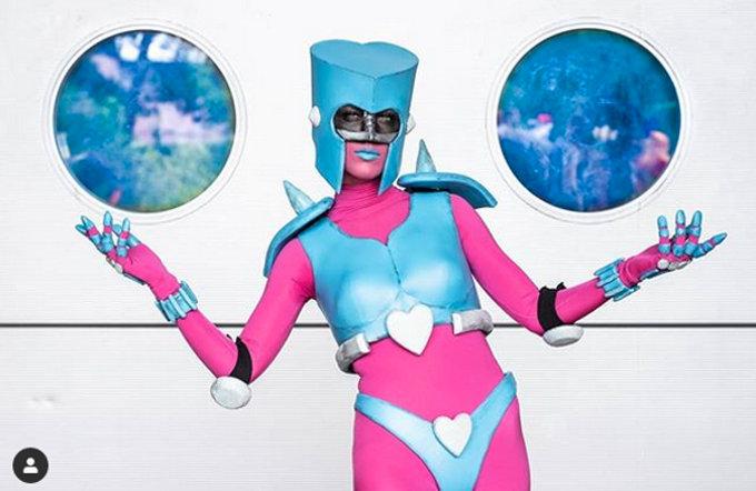 Crazy Diamond cambia de sexo en cosplay de JoJo's Bizarre Adventure