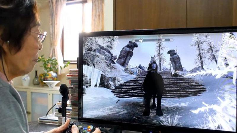 Mujer que le gusta jugar videojuegos