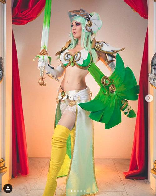 Jessica Nigri hace cosplay del pokémon Sirfecth'd