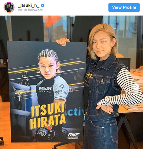 Peleadora de MMA hace cosplay de Androide No. 18 de Dragon Ball Z