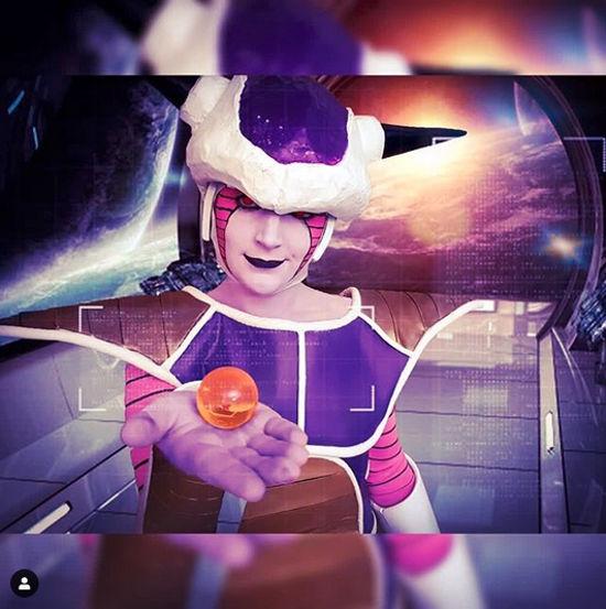 Freezer de Dragon Ball Z regresa a los orígenes con el cosplay