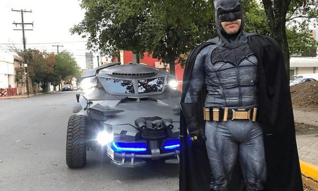 Batman salió a patrullar las calles de Monterrey.