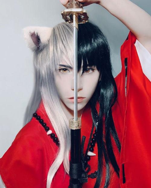 Inuyasha consigue un cosplay con sus dos apariencias