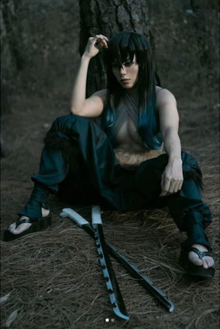 Inosuke de Kimetsu no Yaiba cambia de sexo gracias al cosplay