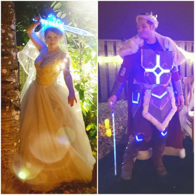 Novios vestidos como personajesde Yu-Gi-Oh-en boda