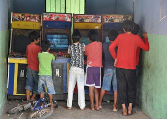 Jugando maquinitas arcades