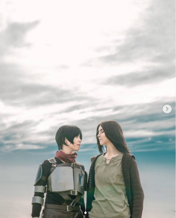 Eren Jaeger y Mikasa Ackerman Cosplay.