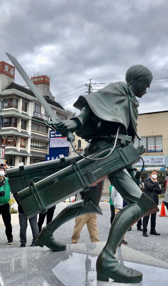 Levi from Shingeki no Kyojin gets his own statue